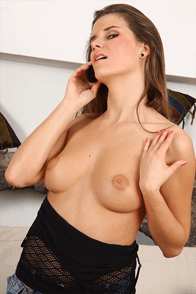 Kleine Titten Harte Nippel